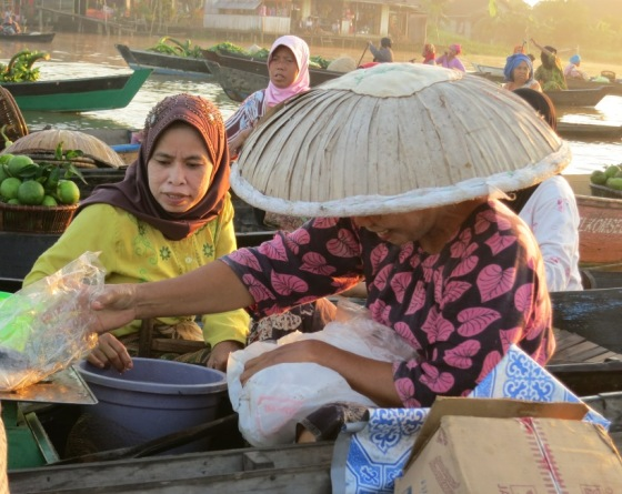 Transaksi Pasar Apung